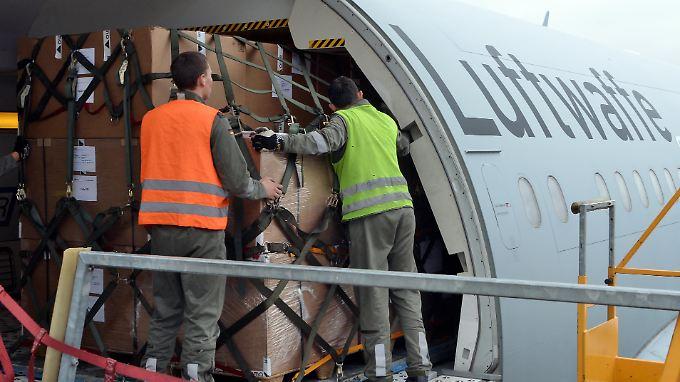 Hilfe der Bundeswehr läuft an: Auch Gesundheitsministerium sucht Freiwillige für Ebola-Einsatz