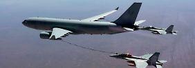 Hier sind es australische Kampfjets, die auf ihrem Weg in den Irak in der Luft betankt werden.