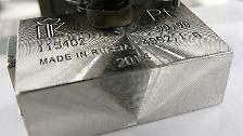 "Platz 15/37,60€ pro Gramm: Platin stammt als abwertende Form vom spanischen Wort für ""Silber"" - ist jedoch um einiges wertvoller. Es findet Anwendung in Wissenschaft, Industrie, Medizin und natürlich als ..."