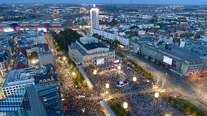 25 Jahre nach den Montagsdemos: 150.000 Menschen erinnern in Leipzig an Friedliche Revolution