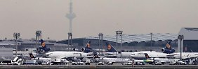 Am Frankfurter Flughafen soll es wegen Ebola vorerst keine auf stärkeren Sicherheitsmaßnahmen geben. Foto: Fredrik von Erichsen