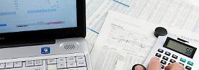 Wer eine Unternehmensanleihe kaufen will, sollte sich gut informieren - nicht alle Papiere sind sicher. Foto: Kai Remmers