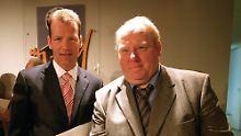 Gerd Bonk (r.), hier 2002 mit Boxer Henry Maske, ist eines von rund 200 staatlich anerkannten DDR-Dopingopfern.