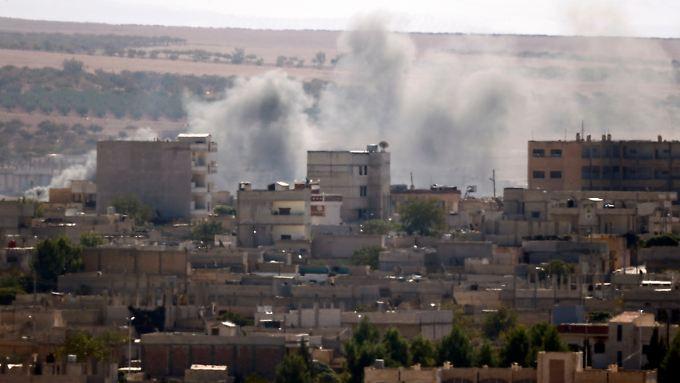 Blick über die türkisch-syrische Grenze nach Kobane.