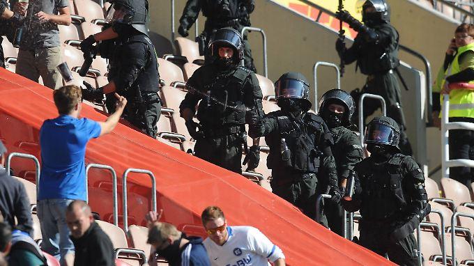 Die Fans und die Polizei - ein schwieriges Verhältnis.
