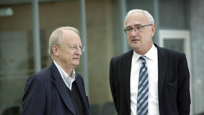 Schauen ganz freundlich, sind aber ziemlich ungehalten über die TTIP-Pläne: Klaus Staeck, Präsident der Akademie der Künste und Detlef Wetzel, Erster Vorsitzender der IG Metall.