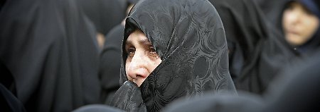 Nach den Regeln des Islam sind Männer und Frauen gleichwertig, kein Geschlecht sei dem anderen überlegen. Doch das westliche Frauenbild ist für den Iran noch lange kein Vorbild.