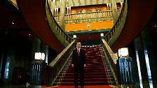 Eigentlich war der Palast für den neuen Ministerpräsidenten Ahmet Davutoglu bestimmt, aber der muss sich jetzt mit dem bisherigen und wesentlich kleineren Präsidentenpalast begnügen.