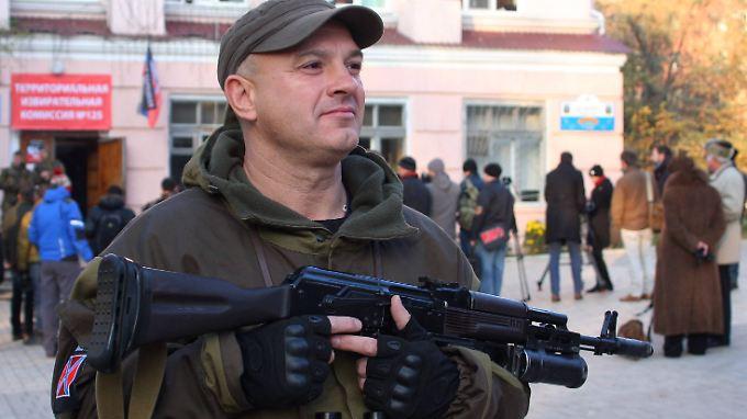 Umstrittene Wahl in Ostukraine: Separatisten erklären sich zum Sieger