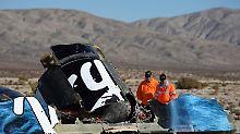 """Die Wrackteile von """"SpaceShipTwo"""" liegen in der Mojave-Wüst verstreut."""