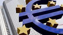 Verbraucher bekommen die anhaltende Niedrigzinspolitik der Notenbanken nun direkt zu spüren: Erste Geldinstitute verlangen Negativzinsen für Einlagen. Foto: Arne Dedert