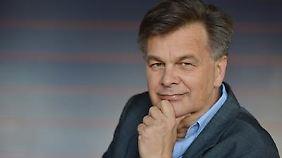 """Johann Legner arbeitete als Journalist unter anderem für n-tv und die ARD. Zwischen 1996 und 2000 war er Pressesprecher von Joachim Gauck. Im Oktober erschien sein Buch """"Joachim Gauck: Träume vom Paradies - Biografie""""."""