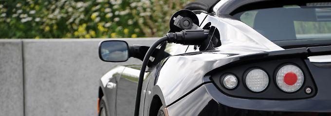 Abgasfreier Fahrspaß: Umweltbewusstsein und Beschleunigung gehen bei Tesla Hand in Hand.