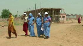 Courage-Bridage im blauen Sari: Inderinnen verbünden sich gegen Männergewalt