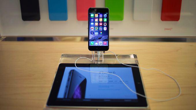 """""""WireLurker"""", zu Deutsch in etwa """"Kabel-Lauscher"""", wandert per USB-Kabel von stationären auf mobile Geräte."""