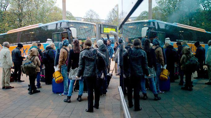 Alle Plätze voll: Fernbus am Hamburger ZOB.