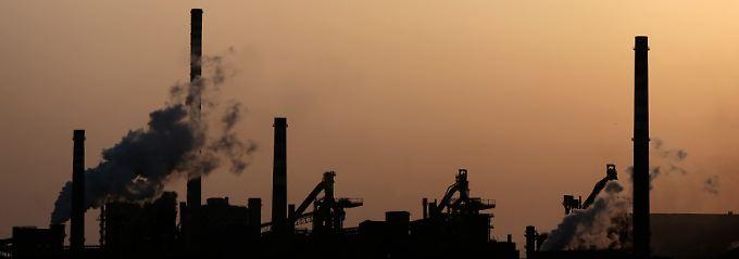 Eine Stahlfabrik im italienischen Taranto. Die italienische Industrieproduktion ist gesunken - so stark wie seit 2012 nicht mehr.