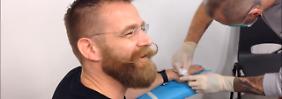 Ungewöhnliche Operation: Mann setzt auf Bezahl-Chips in den Händen