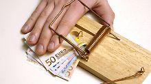 """Verbraucherschützer bemängeln das  """"trickreiche Hinhalten der Banken""""."""