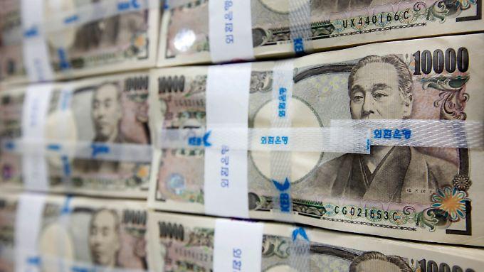 Spekulationen über vorgezogene Neuwahlen setzen den Yen unter Druck.