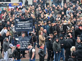 Weniger Anti-Salafismus-Demonstranten als erwartet.