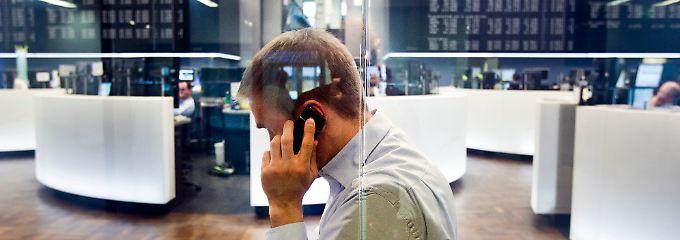 Wegen des unerwarteten Konjunktureinbruchs in Japan bekommen die Händler in Frankfurt Sorgenfalten.