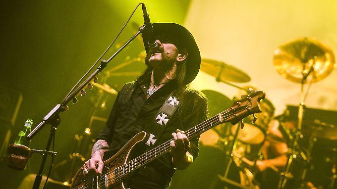 Lemmy Kilmister beim Konzert in der Berliner Max-Schmeling-Halle am 16. November 2014.