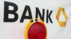 """Strafzins für große Firmenkunden: Commerzbank erhebt """"Guthabengebühr"""""""