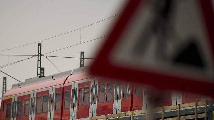 Vorerst kein Streik: GDL, EVG und Bahn verhandeln weiter