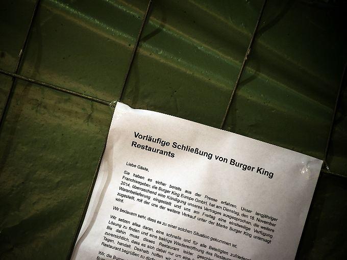 Dieser Zettel hängt an der Tür einer Münchner Burger-King-Filiale.