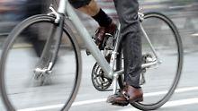 Beifahrer öffnet Autotür: Wenn der Radler vom Sattel geholt wird