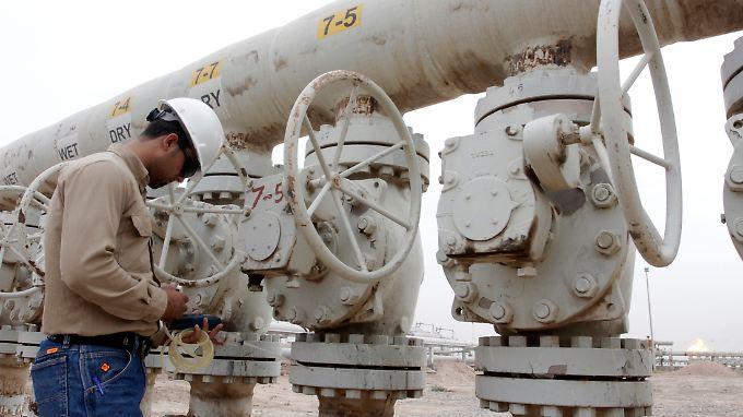 Mehrere Länder würden die Ölförderung gern drosseln, damit sich der Preis erholt - doch Saudi-Arabien zieht nicht mit.
