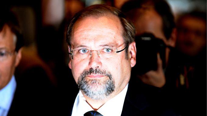 """Adolf Sauerland spürt """"beispiellosen Druck""""."""
