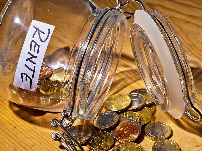 Noch vor wenigen Jahren galt die gesetzliche Rente als unrentabel. Doch unsichere Kapitalmärkte und Niedrigzinsen bescheren der Altersvorsorge wieder ein besseres Renommee.