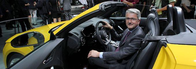 """Bezeichnet die Kontrolle über die persönlichen Daten als """"das höchste Gut, nicht nur für jeden Bürger, sondern auch für jeden Autofahrer"""": Audi-Chef Rupert Stadler, hier im neuen Audi TTs auf der Pariser Automesse."""