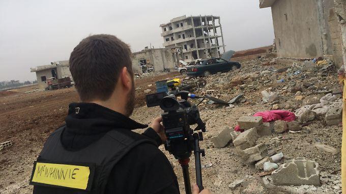 CNN Kameramann Scott McWhinnie zeichnet die Zerstörung in Kobane auf.