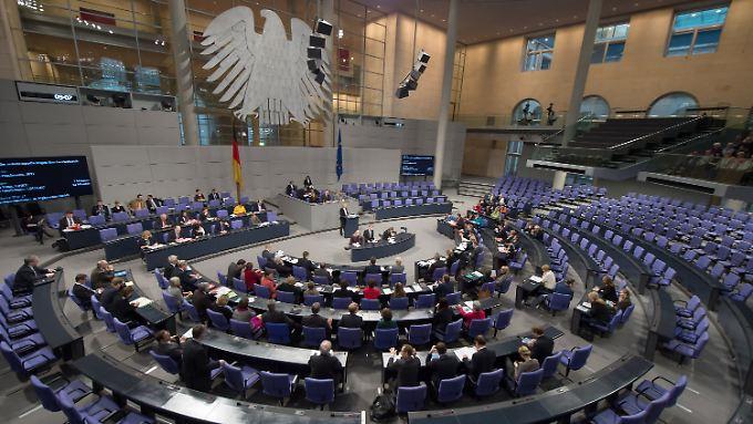 Was im Bundestag passiert, bleibt immer öfter auch im Bundestag - aus mangelndem Interesse.
