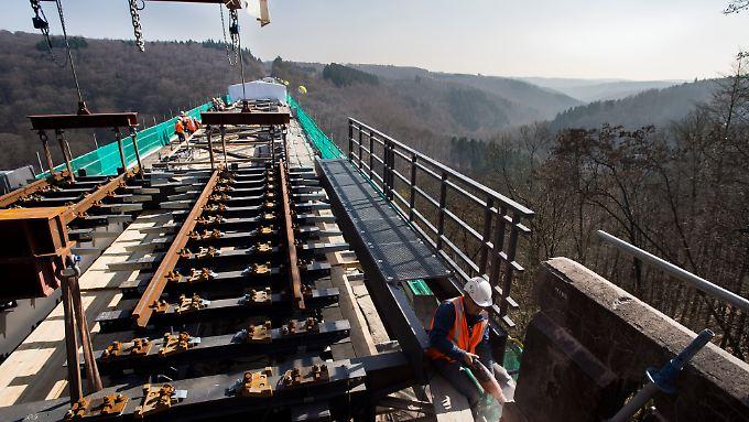 Europas Schienen- und Straßennetze sind für künftiges Wachstum nicht gerüstet. Noch schlimmer sind allerdings fehlende Investitionen etwa in die Bildung.