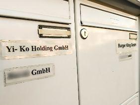 Nicht mehr als eine einfache Aufschrift am Briefkasten eines Privathauses in Stade deutet auf den Firmensitz des Franchisenehmers Yi-Ko hin.