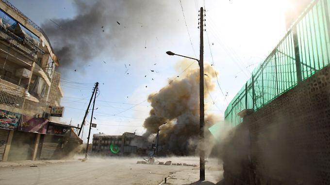 Angeblich löste eine Fassbombe diese Explosion in der syrischen Stadt Aleppo aus.