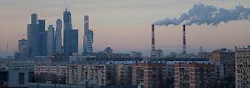Sanktionen und Ölpreis belasten: Rubel trotz Zinserhöhung im freien Fall