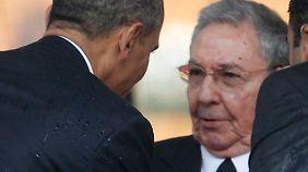 Obama und Raúl Castro waren sich erstmals bei der Trauerfeier für Nelson Mandela in Johannesburg begegnet. Ihr Händedruck am 10. Dezember 2013 galt bereits als Anzeichen einer bevorstehenden politischen Annäherung.