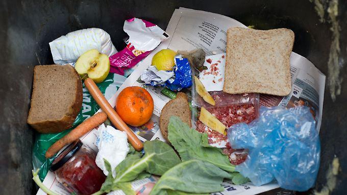 Gezielter einkaufen und besser lagern sind zwei Möglichkeiten Lebensmittelabfälle zu verringern.
