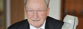 """Mehr als 1100 Patente: Artur Fischer, der """"Dübelkönig"""""""