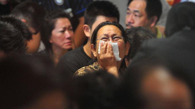 Traurige Gewissheit: Air-Asia-Wrackteile und Leichen vor Borneo entdeckt