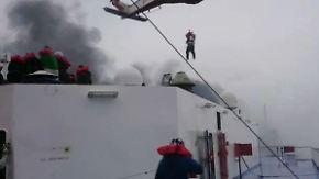 """""""Norman Atlantic""""-Crew verschanzt?: Handyvideo zeigt dramatische Rettung von brennender Fähre"""