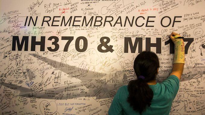 Gedenken an die Opfer des Fluges MH370 und MH17. MH370 verschwand im März 2014 auf dem Weg von Kuala Lumpur nach Peking spurlos, MH17 im Juli über der Ostukraine.
