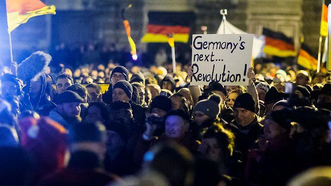 Pegida-Demo am 22. Dezember: Die Islamfeinde bescheren radikalen Islamisten Zulauf, sagt Thorsten Gerald Schneiders.