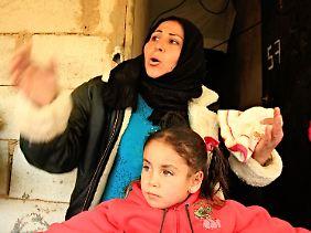 Amal Khorsan im Flüchtlingslager Bar Elias erzählt vom Grauen des Krieges in Syrien. Die Grenze in den sicheren Libanon ist mit der neuen Visapflicht für die meisten faktisch geschlossen.