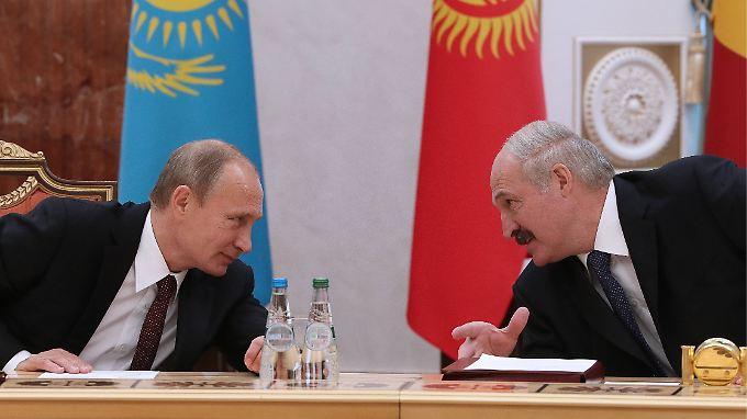 Wenn Russland hustet, hat Weißrussland eine Lungenentzündung. Dem Minsker Machthaber Alexander Lukaschenko schmeckt Wladimir Putins Ukraine-Politik nicht.